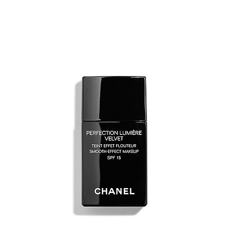 CHANEL - PERFECTION LUMIÈRE Long-Wear Flawless Fluid Makeup SPF 10