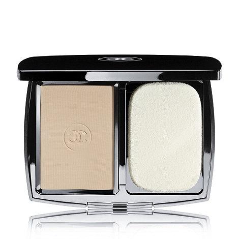 CHANEL - VITALUMIÈRE ÉCLAT Comfort Radiance Compact Makeup SPF 10