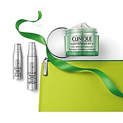 Clinique - Smart Defence Christmas gift set  - Worth £66