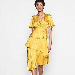 YAS - Gold floral satin 'Kimberley' V-neck short sleeve high low dress