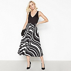 Debut - Black Striped Pleat Midi Dress