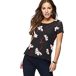 The Collection Petite - Black floral print petite jersey t-shirt