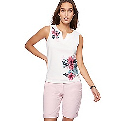 Maine New England - White floral embroidered top