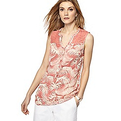 Maine New England - Mid rose leaf print notch neck top