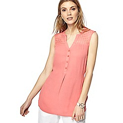 Maine New England - Mid rose lace shoulder notch neck top