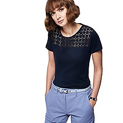 Maine New England - Navy broderie anglaise top