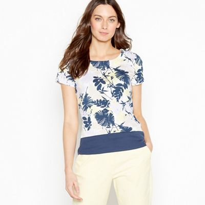 020010423943: Navy Leaf Print Cotton Top