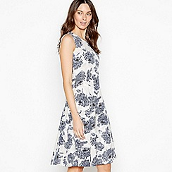 Maine New England - White Floral Print 'Charlotte' Knee Length Shift Dress