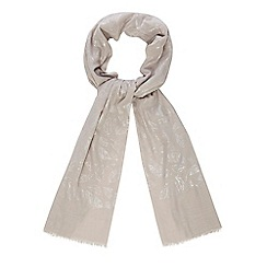 Mantaray - Grey feather print scarf