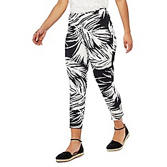 Principles Petite - Black and white palm leaf print regular fit petite cropped trousers