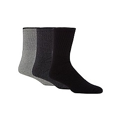 Mantaray - Pack of three grey ribbed boot socks