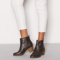 Mantaray - Dark grey 'Marion' mid block heel ankle boots