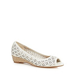 Mantaray - White 'Milli' peep toe shoes