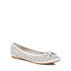 Mantaray - White 'Mimi' pumps