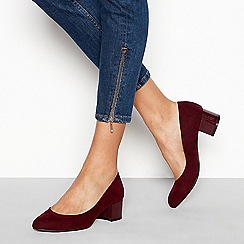 Good for the Sole - Dark red suedette 'Gianni' mid block heel wide fit court shoes