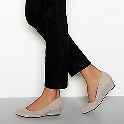 Good for the Sole - Light grey suede 'Ledge' wedge heel wide fit court shoes