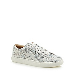 Mantaray - White flower print 'Mo' trainers