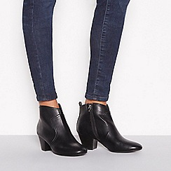 Mantaray - Black faux leather 'Montie' mid heel ankle boots