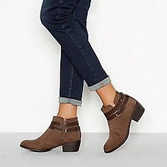 Mantaray - Taupe faux suede 'Mel' block heel ankle boot