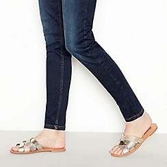 Mantaray - Metallic 'Mira' Cross Strap Sandals