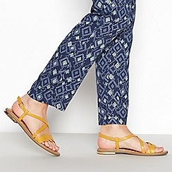 Mantaray - Yellow Twist Front Sandals