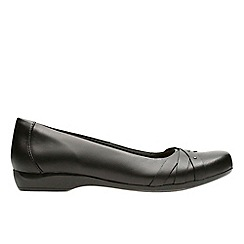 Clarks - Black leather 'kinzie nadia' pumps