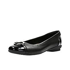 Clarks - Black leather 'Neenah Vine' pumps
