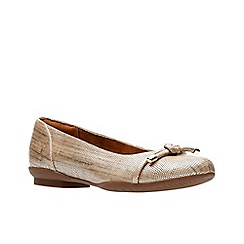 Clarks - Gold leather 'Neenah Poppy' pumps