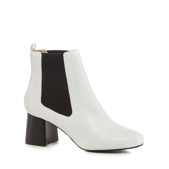 Faith 'Bite' Chelsea heel block White mid boots 557wrSqnBx