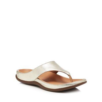 Strive - - - Light gold leather 'Maui' flip flops 1f6284