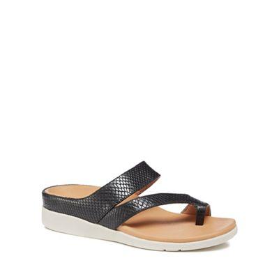 Strive - Black leather 'Cadiz' sandals