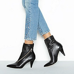 Faith - Black leather 'Bip' block heel boots