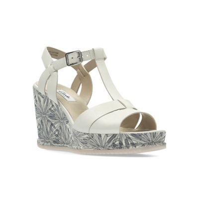 af1d9ee8808 Clarks White Leather  ADESHA RIVER  Sandals