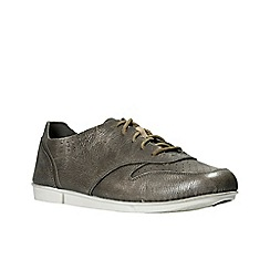 Clarks - Silver leather 'tri actor' lace up shoes