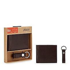 Mantaray - Brown leather wallet and keyring set in a gift box