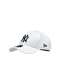 Yankee - White embroidered baseball hat