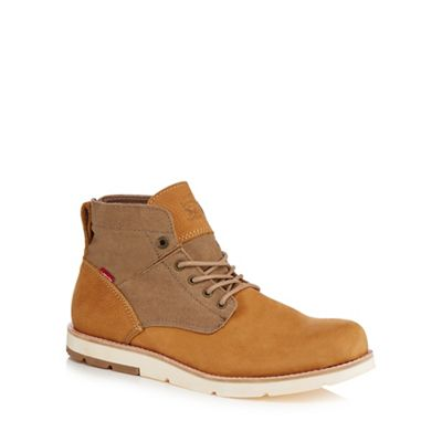 Levi's - Light brown nubuck 'Jax' chukka boots