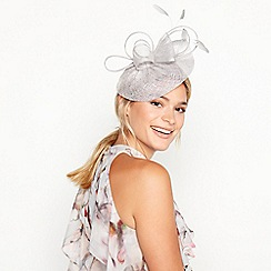 Debut - Grey Bon Bon Swoop Fascinator