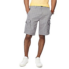 Mantaray - Light grey zig zag print cargo shorts