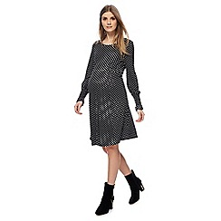 Red Herring Maternity - Black dot print long sleeves knee length skater maternity dress