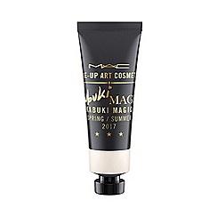 MAC Cosmetics - 'Kabuki Magic' paints eye shadow