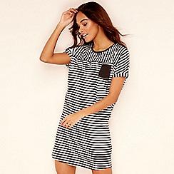 Lounge & Sleep - Cream stripe print short sleeve nightdress