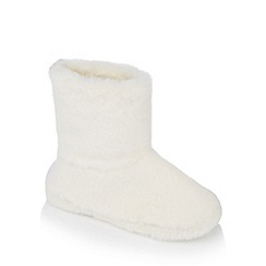 Lounge & Sleep - Cream 'Slouchy' supersoft faux fur slipper boots
