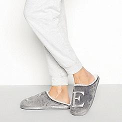 Lounge & Sleep - Grey monogram 'E' fluffy mule slippers