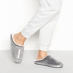 Lounge & Sleep - Grey monogram 'L' fluffy mule slippers