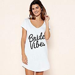 Lounge & Sleep - White 'Bride Vibes' Cotton Sleeptee