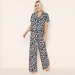 Lounge & Sleep - Black Leopard Print Revere Collar Pyjama Set