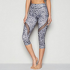 Shock Absorber - Grey mesh insert printed activewear Capri legging