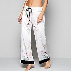 Lipsy - Light purple floral print satin 'Rayna' pyjama bottoms