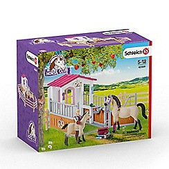 Schleich - Horse stall with Arab Horses and Groom Playset - 42369